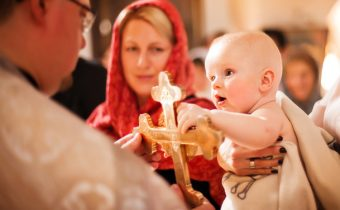 PÝTAJTE SA … Je možné pokrstiť dieťa v pravoslávnom chráme?