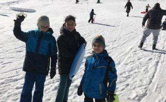 3. februára 2020 (pondelok – polročné prázdniny) – Lyžovačka a sánkovačka v Hnilčíku
